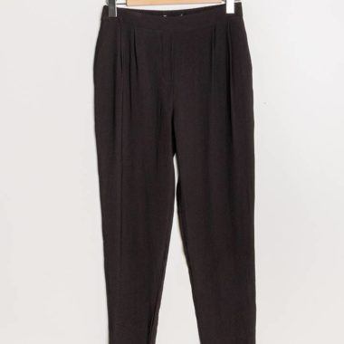 Classic Pleated Peg Leg Trousers – Black
